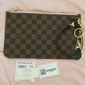 *NEW*AUTHENTIC Louis Vuitton MM Pochette